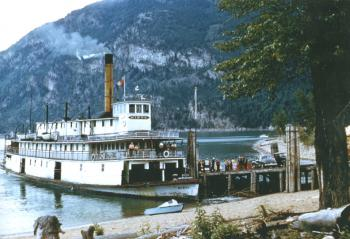 Eightsm.jpg - 8844 Bytes the stern wheeler 'Bonnington' under construction at Nakusp